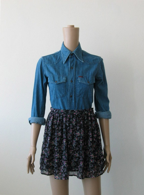Vintage Blue Chambray Shirt, Western Yoke Fitted, Pointed Collars 90s
