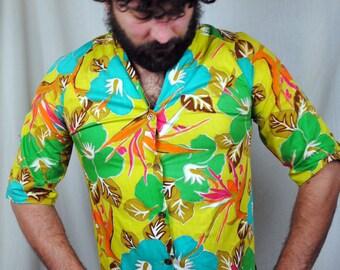 Vintage 1950s Rainbow Kamehameha Hawaiian Shirt
