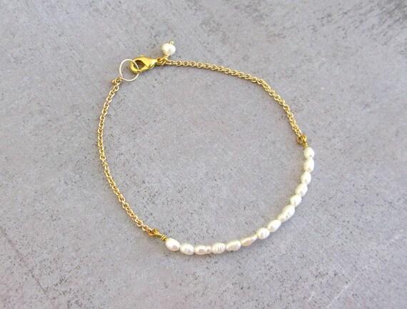 Dainty pearl bracelet, gold filled simple wedding beaded bracelet, jewelry bridesmaid gift, June birthstone.