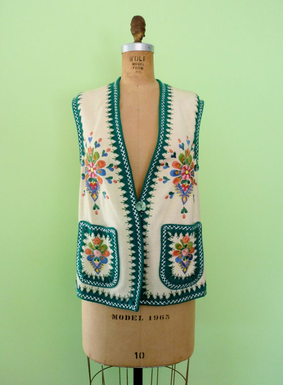 Vintage Embroidered Vest White 1960s Hippie Boho Top Floral Embroidery Nordic Medium