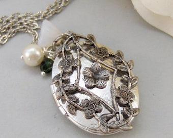 Mistletoe,Locket,Silver Locket,Christmas Locket,Antique Locket,Silver Locket,Flower,Green,Emerald.Handmade jewelry by valleygirldesigns