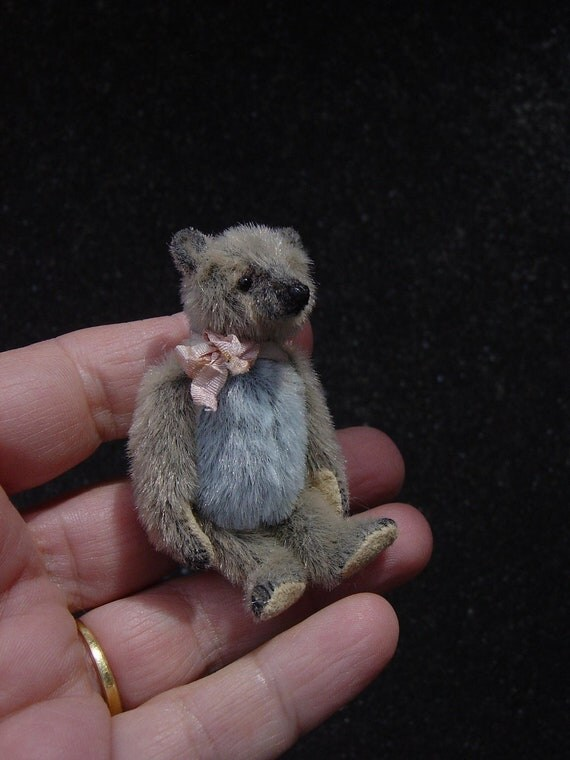 """Junie, Miniature 2 1/4"""" Artist Bear from Aerlinn Bears"""