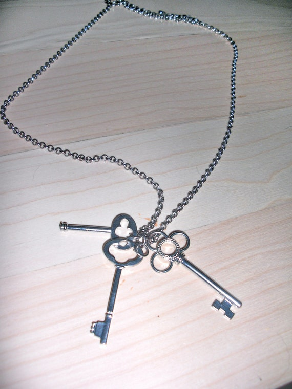 5 DOLLAR SALE Silver Necklace - Key to My Heart  -  Three Keys Pendent - Long Chain - One Size