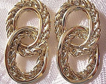 Twisted Rope Double Link Pierced Post Stud Earrings Gold Tone Vintage Raised Smooth Edge Ring Dangles