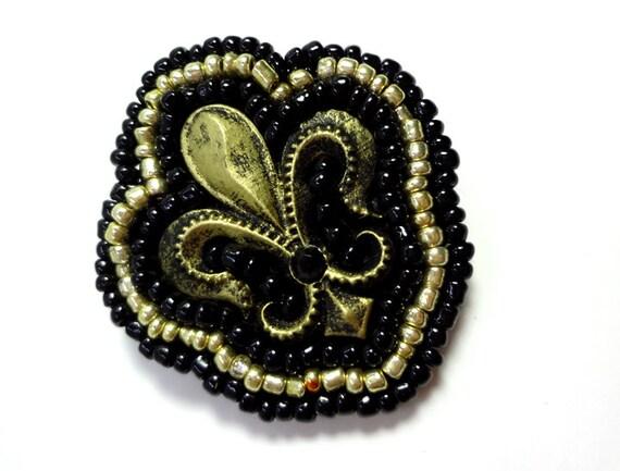 Fleur de Lis Black and Gold Brooch