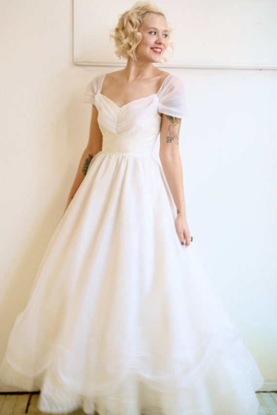 1960s Wedding / Vintage Princess / 1960s Ivory Wedding Gown (Xsmall)