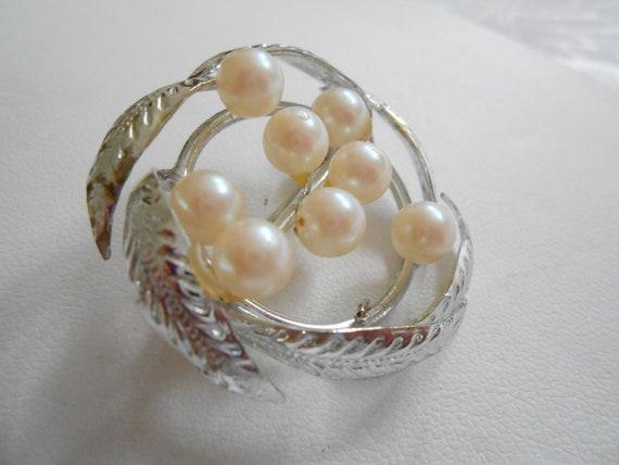 Vintage brooch, pearl brooch, silver leaf and pearl brooch, retro brooch