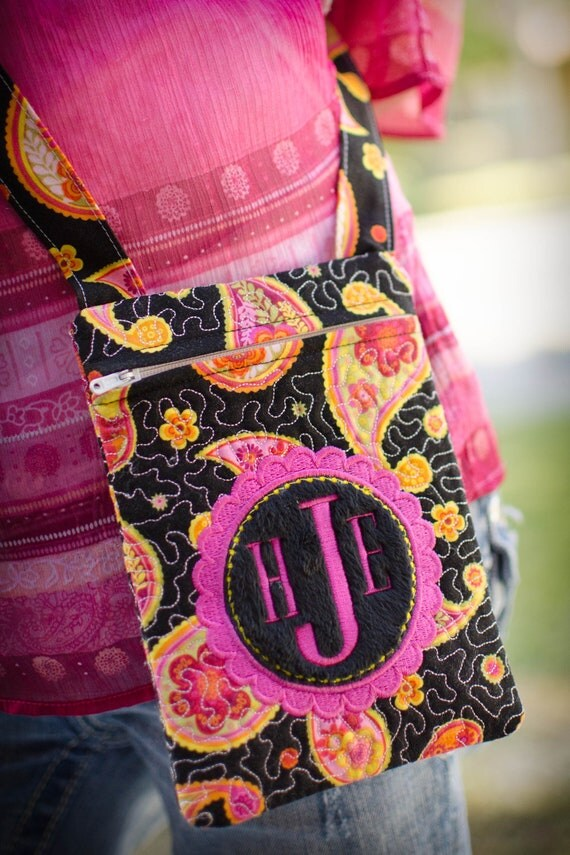 Instant Download MONOGRAMMED In-the-hoop QUILTED ZIPPERED Cross-Body Bag Applique Embroidery ...