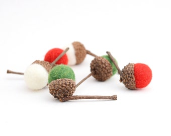 Felted Acorns, green red white christmas autumn christmas holiday nature woodland decor ecofriendly