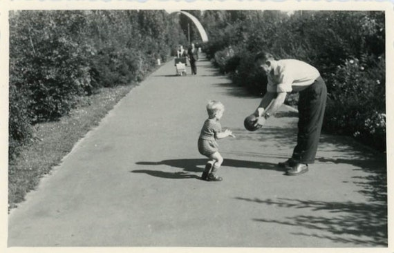 "Vintage Photo ""Playing Ball"", Photography, Paper Ephemera, Snapshot, Old Photo, Collectibles - 0075"