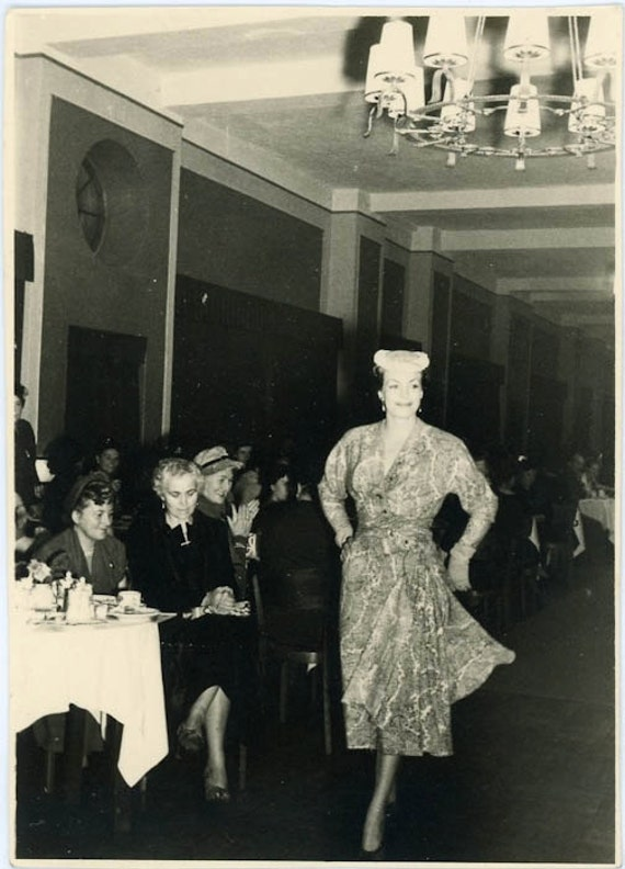 "Vintage Photo ""Fashion Show"", Photography, Paper Ephemera, Snapshot, Old Photo, Collectibles - 0075"