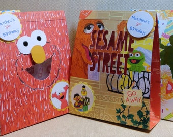 ELMO Sesame Street  Party Favors In an easy to assemble do it yourself kit