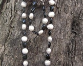 Onyx gemstone and freshwater pearl necklace and bracelet