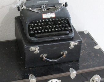 vintage remington portable typewriter- standard model 5- excellent working condition- with carry case- sale