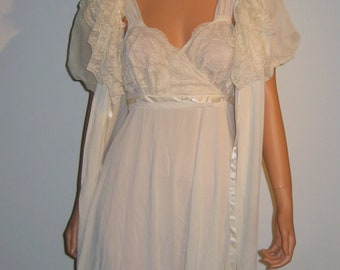 60's Nightgown with matching Peignoir. Vintage, Cream Nylon, Lace, and Chiffon. Mod, Lolita, Mad Men. Hollywood Glamour.