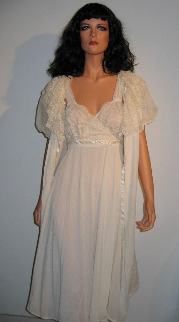 60 S Nightgown With Matching Peignoir Vintage Cream