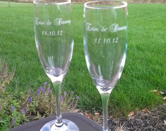 Etched champagne flutes, Bride and Groom names and wedding date, toasting flutes for wedding