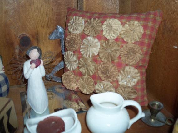 Primitive Cupboard tuck  Pillow tuck  Shelf sitter Yo yo's