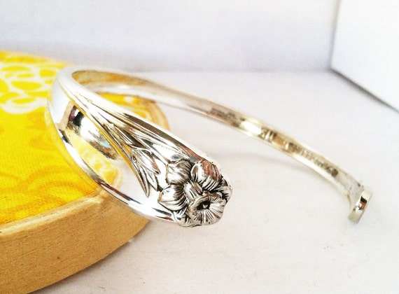 Spoon Bracelet CUFF, size Medium, Daffodil 1950