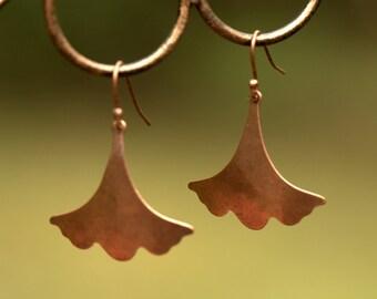 SALE. Copper EARRINGS Ginkgo Leaf. BoHo Art Nouveau Asian vibe. Organic design. Botanical ginko biloba gingo Dangle Rustic. Nature Lover