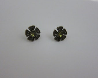 Gold Tone Vintage Flower Earrings