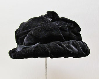 C.1920 black velvet hat with hatpin