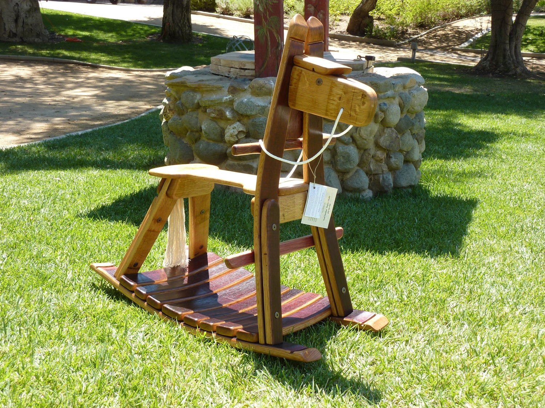 Wine barrel rocking horse named trabuco on sale - Astuce deco jardin recup ...