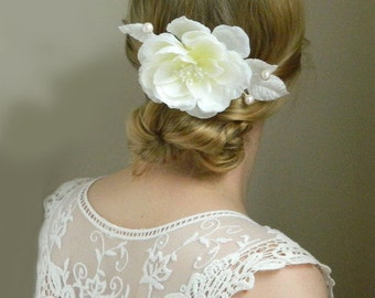 SALE White Flower Hair Comb 'Noelle' - Bridal Flower Hair Accessory - Winter Wedding