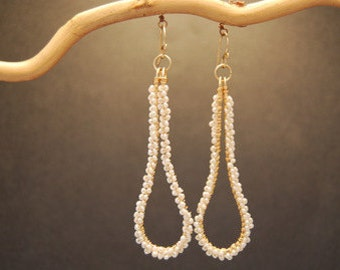 Hammered drop earrings with ivory pearls Cosmopolitan 73