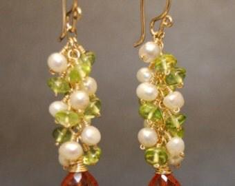 Clusters of pearls, peridot, and mandarin dangle earrings Princcess 149