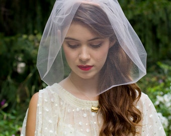 Blush, Ivory, or White Short Tulle Blusher Veil Chin Length Birdcage Pink Bridal Wedding Veil Modern and Elegant