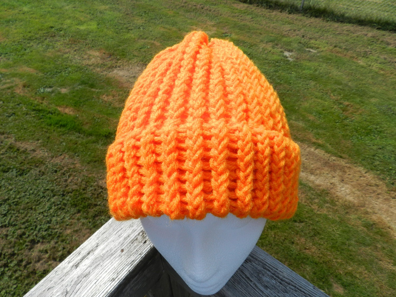 how to close the top of a knit hat