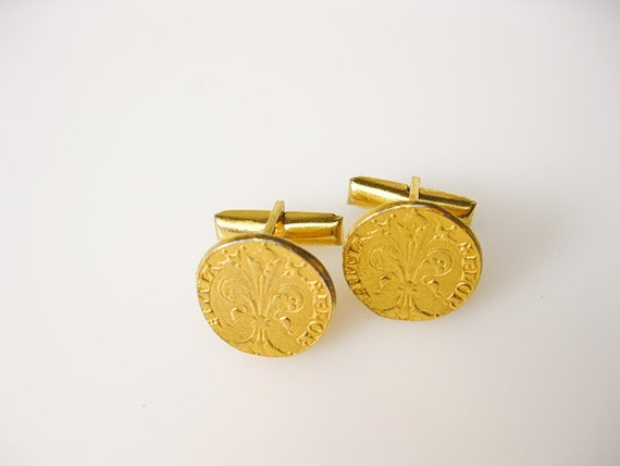 1930s Fleur de Lis Art Deco Cuff Links in Patinated Gold Fill, Rennaissance Revival Coins, USA.