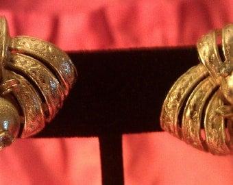 VINTAGE GOLDTONE CLIPON Earrings