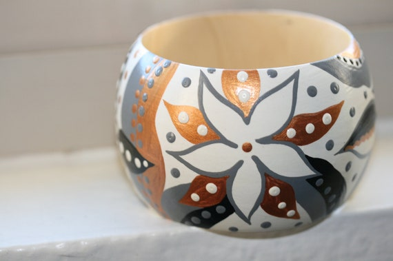 Handpainted Wooden Bangle in a Beautiful Floral and Leaves Pattern