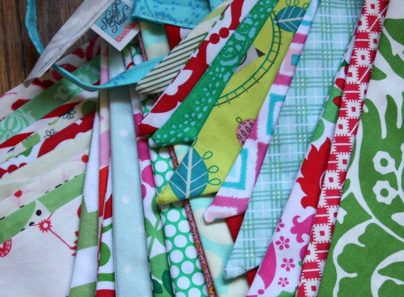 Modern Christmas Fabric Flag Banner, Red and Green Holiday Decoration, Designer's Choice Photo Prop, 9 Large Flags Bunting.