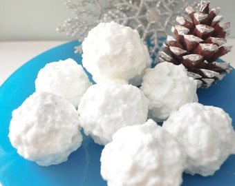 Snowball Soap - Winter Soap - Clean Laundry Cotton scent - Fresh Snow Frozen
