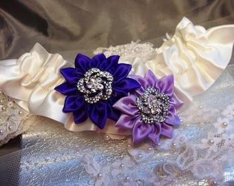 Orchid Wedding Garter, Bridal Garter in Regency Purple and Lavender, Daisies on Ivory Satin Wedding Garter