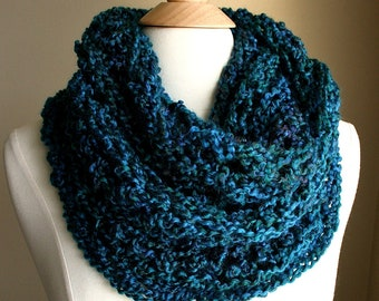 Sale | BEACHCOMBER INFINITY SCARF  - Warm, soft & stylish scarf rich in texture - Deep Sea