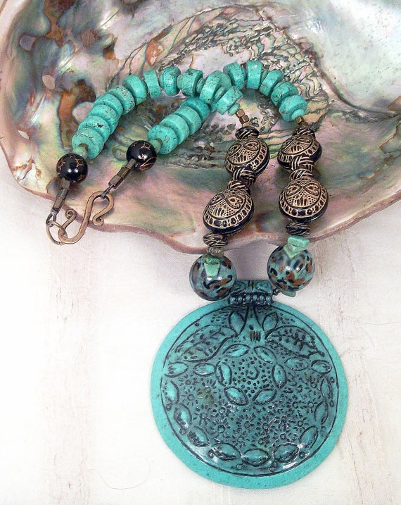 Turquoise resin medallion, turquoise howlite disc, blue leopard ceramic, black and gold embossed bead necklace set: Blue Leopard Circles