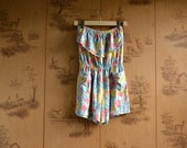 Vintage Sleeveless Floral Romper / 80s pastel romper with pockets and top ruffle / size small medium large