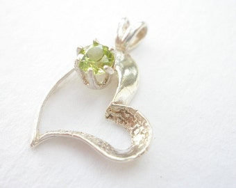 Natural Gemstone Faceted Peridot or Natural Gemstone Faceted Lilac Amethyst  925 Sterling Silver Heart Shaped Pendant