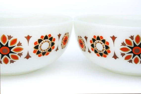 Pyrex bowls 1960s