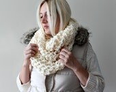 Infinity Scarf, Chunky Knit Scarf, Knit Scarf, White Knit Scarf, Hand Knit Scarf, Knitted Scarves, Infinity Scarf, Circle Scarf Gift for Her