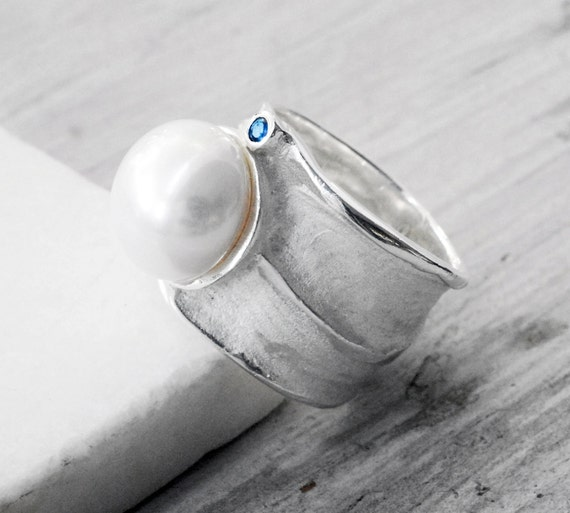 Sterling Silver Wide Band Pearl Ring, Big Pearl and Sapphire Ring, June Birthstone Statement Ring, Glamorous Bijoux, Wearable Art, Size 7