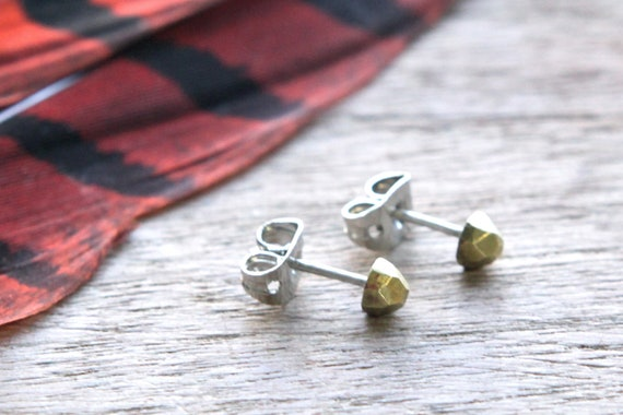 the Faceted stud
