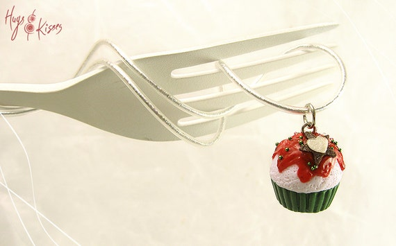 christmas festive cupcake necklace