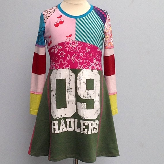 Size 5,5 years up to 7years girls upcycled t-shirt dress 09 Haulers
