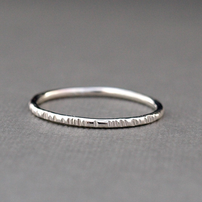 Simplistic Bands: Simple Sterling Silver Ring Band With Line Texture