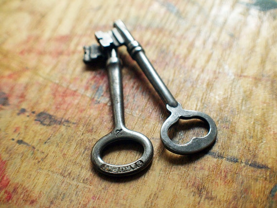 You Had Me At Heart Antique Skeleton Keys // 15% Off Sale - Code: SAVE15